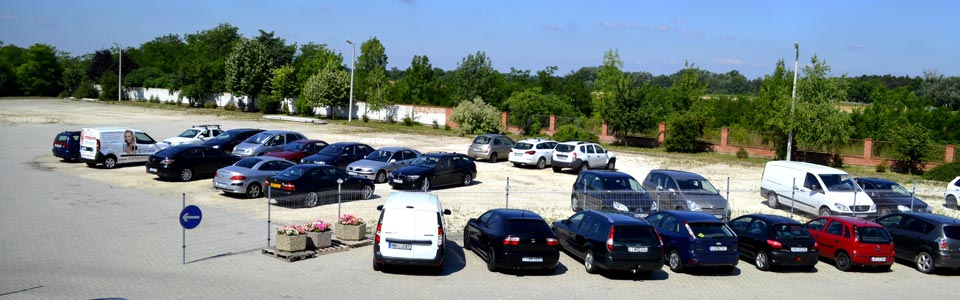 Kültéri és fedett reptéri parkolás olcsón, akciós áron.