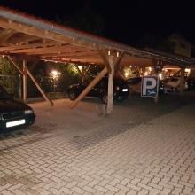 Kültéri fedett parkoló