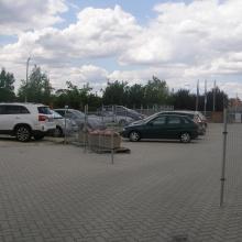 Kültéri parkolás murvázott területen