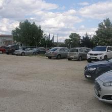 Olcsó parkoló, parkolás murvázott területen