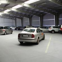 Beltéri parkolás zárt teremgarázsban
